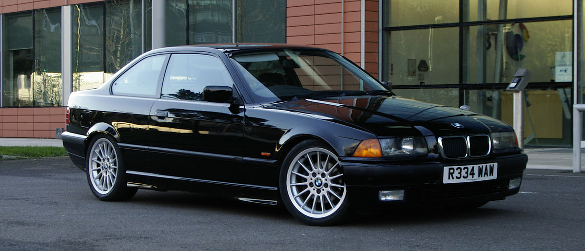 BMW E36 voiture qui prend la côte