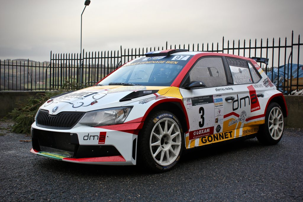 voiture de rallye Skoda Fabia